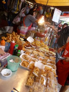 Street food in Bangkok's Chatuchak market © S.Mantoo
