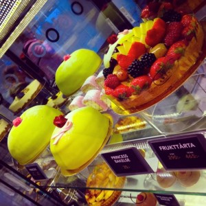 Glucose fixes in Sweden with  Princess Cake (Princesstårta) © S.Mantoo